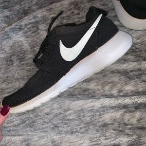 Pretty good condition roshe shoes